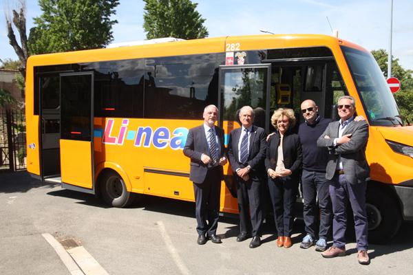 Indcar hace entrega de 7 vehículos Mobi a Li-nea.