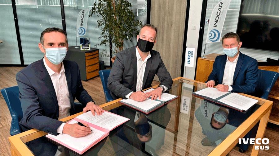 INDCAR et IVECO BUS signent un accord pour la fabrication de la nouvelle gamme de minibus urbain Daily