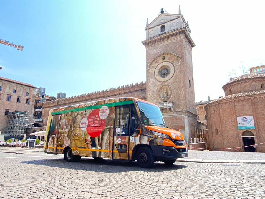 The autonomy of the gas minibus, key for the APAM operator in Mantova, Italy