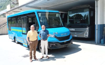 A teamwork for the delivery of a new unit of the Mobi City urban minibus