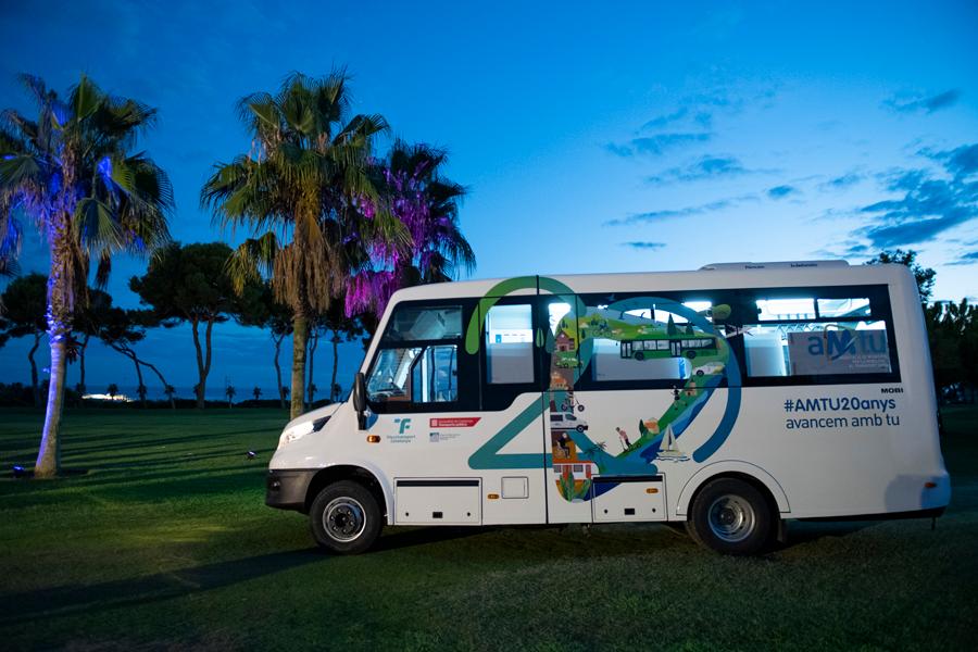 Minibus urbain de Mobi City à l'événement AMTU